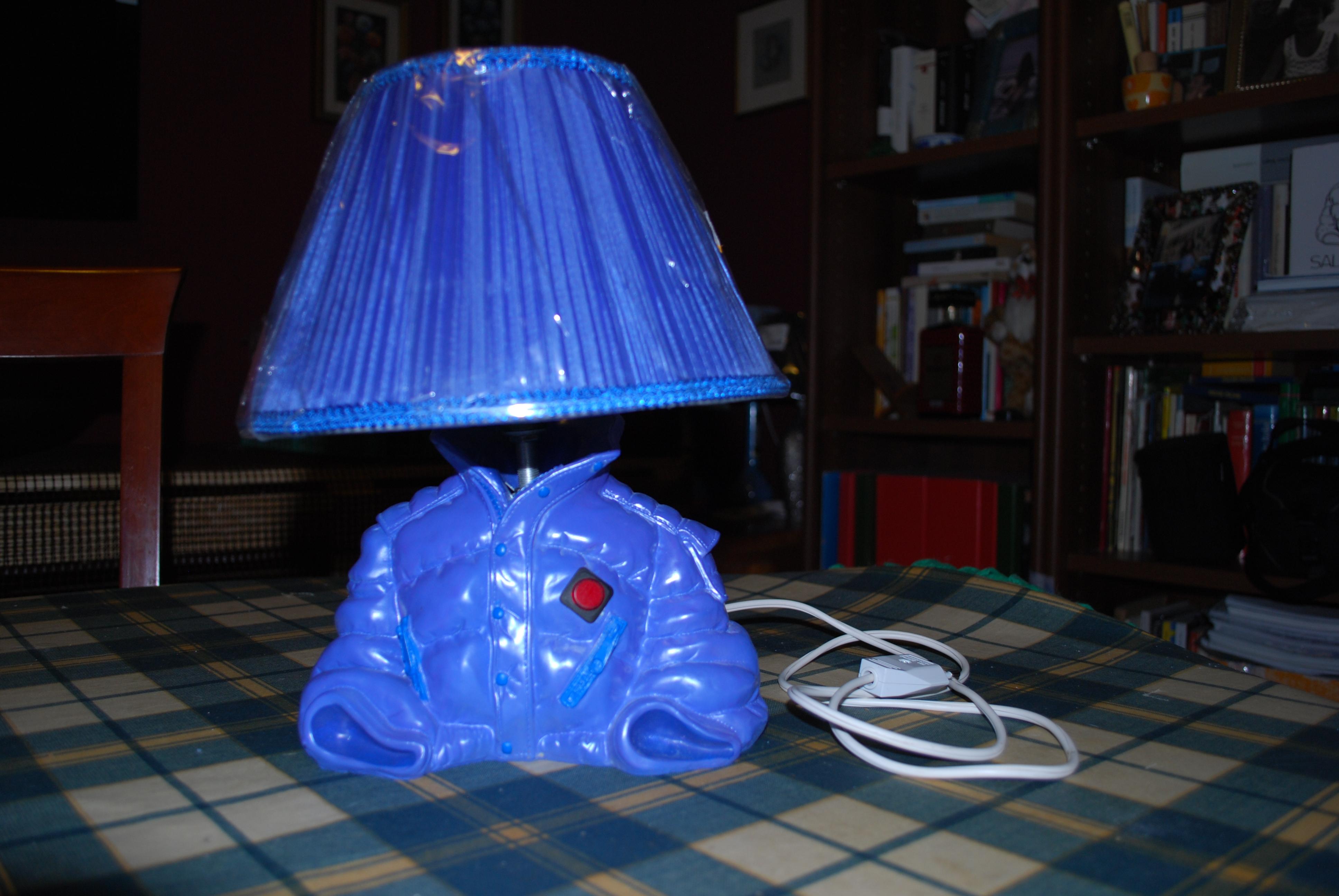 Come trasformare una bottiglia vuota in una splendida lampada per