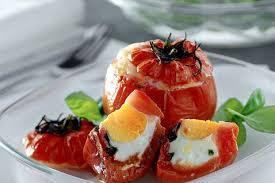 Pomodori al forno ripieni di uova
