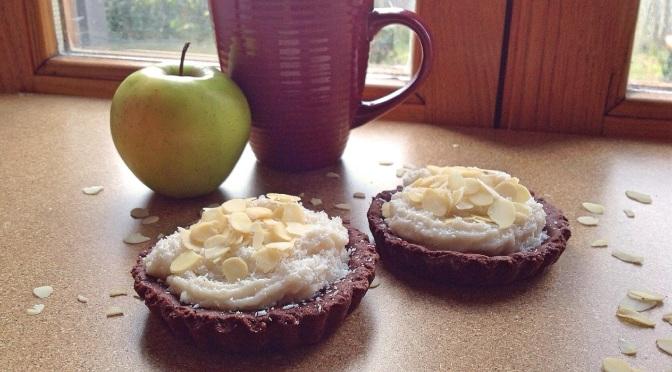 Crostatine di frolla al cacao con crema di cocco