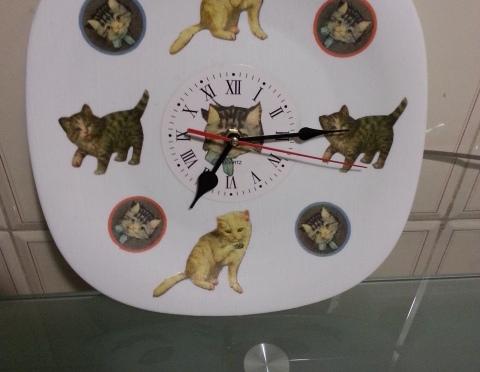Come creare un orologio con un piatto