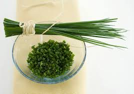 Come coltivare l'erba cipollina in vaso