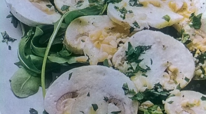 Carpaccio vegan di funghi champignon e pinoli