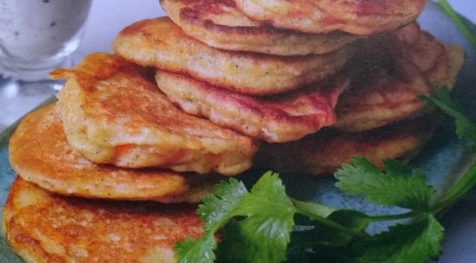 Blinis piccanti di patate dolci con salsa di arachidi e peperoni