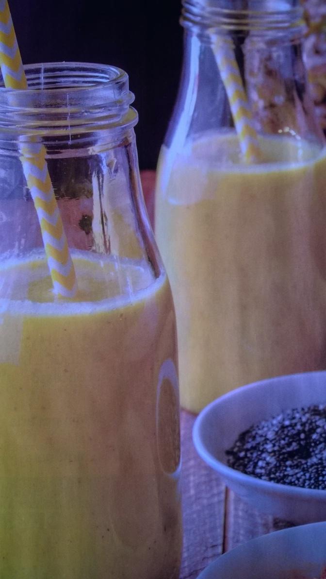 Centrifuga di ananas, curcuma e semi di chia
