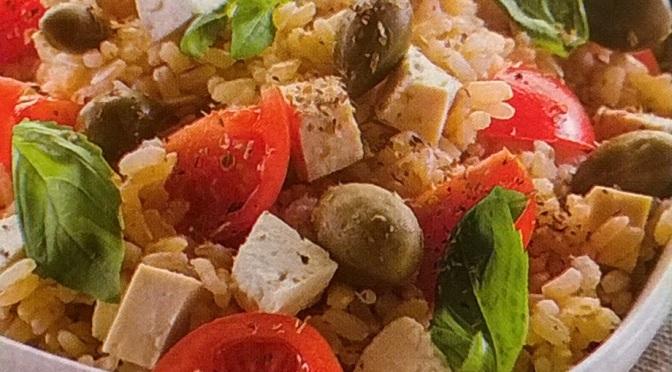 Riso con tofu, pomodori e capperi