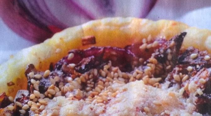 Sfogliatine di cipolle, parmigiano e sesamo