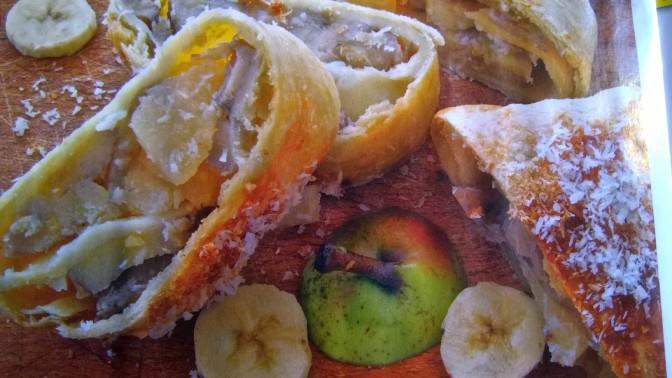 Strudel di banane e pere al cocco