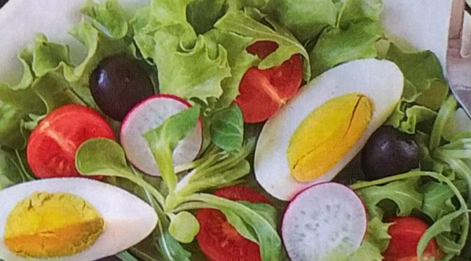Insalata di songino con ravanelli e uova