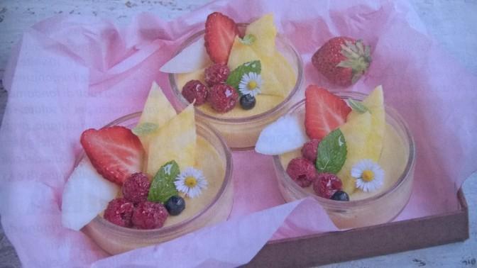 Budino light alla vaniglia con frutta fresca