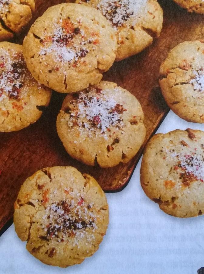 Biscotti salati al caciocavallo e noci