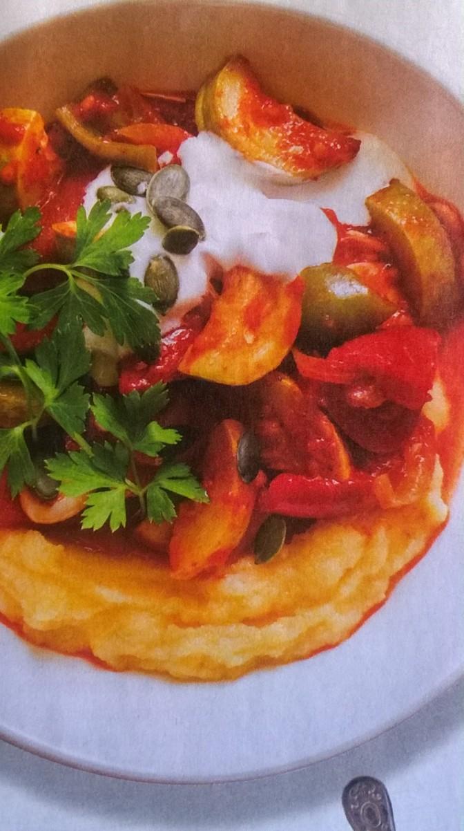 Polenta con zucchine e pomodori