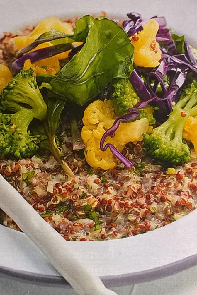 Quinoa con crema di fagioli e cavoli misti