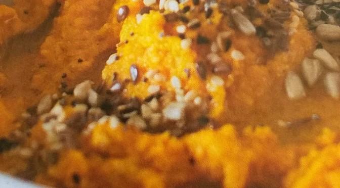Hummus di carote arrosto con anacardi e semi