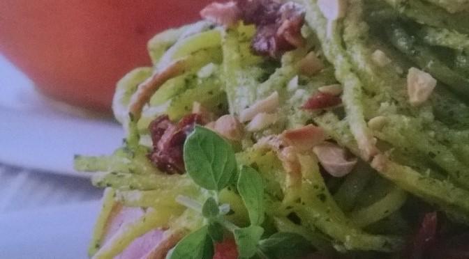 Pomodori agli spaghetti con pesto di erbe