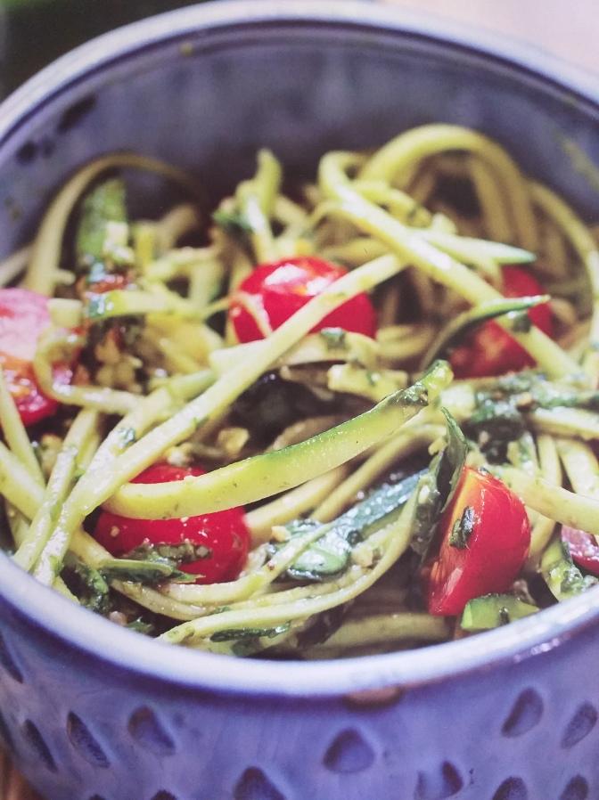 Spaghetti di zucchine con pomodorini